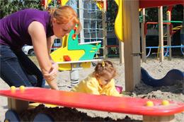 В поселке Новогорный оборудована современная детская площадка