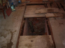 Озерчанин упал в яму гаража