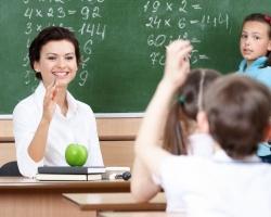 Южноуральским педагогам пообещали поднять зарплату до 25 тысяч рублей